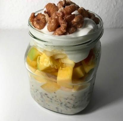 Overnight-Oats mit Obst - Frühstück to go