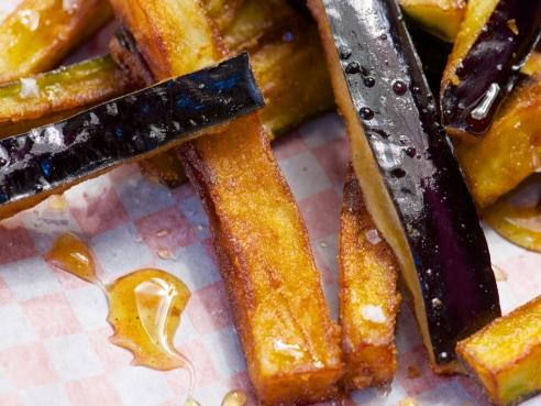 Frittierte Auberginen Sticks mit Honig