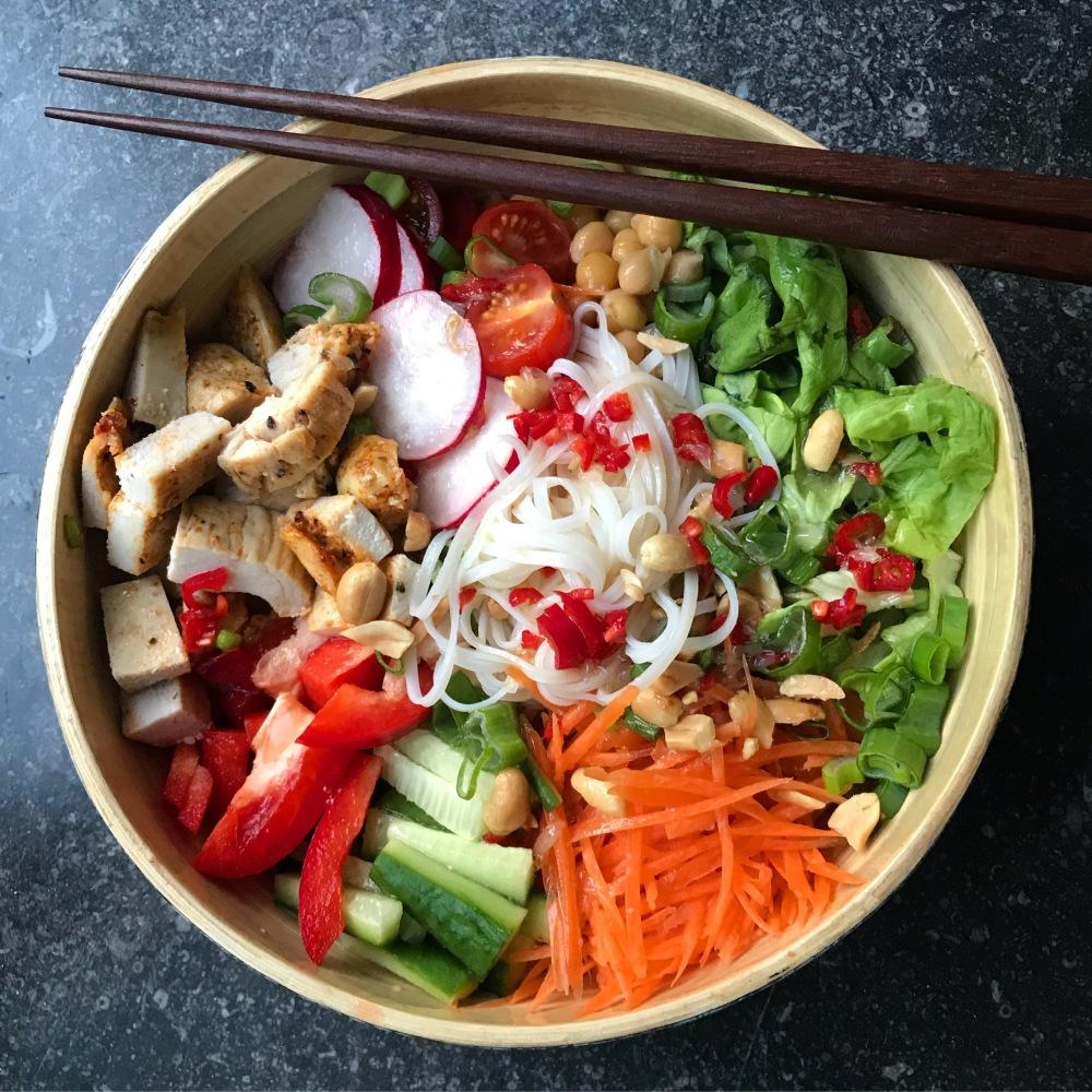Fruitletbox-Easy Peasy Thai-Reisnudelsalat ohne kochen